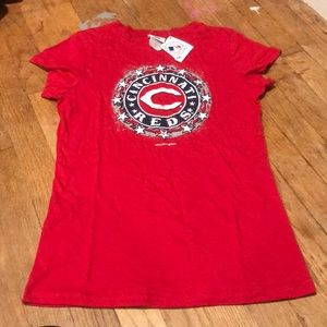 Cincinnati Reds shirt medium new!